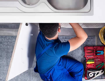 licensed-insured-plumber-fixing-sink
